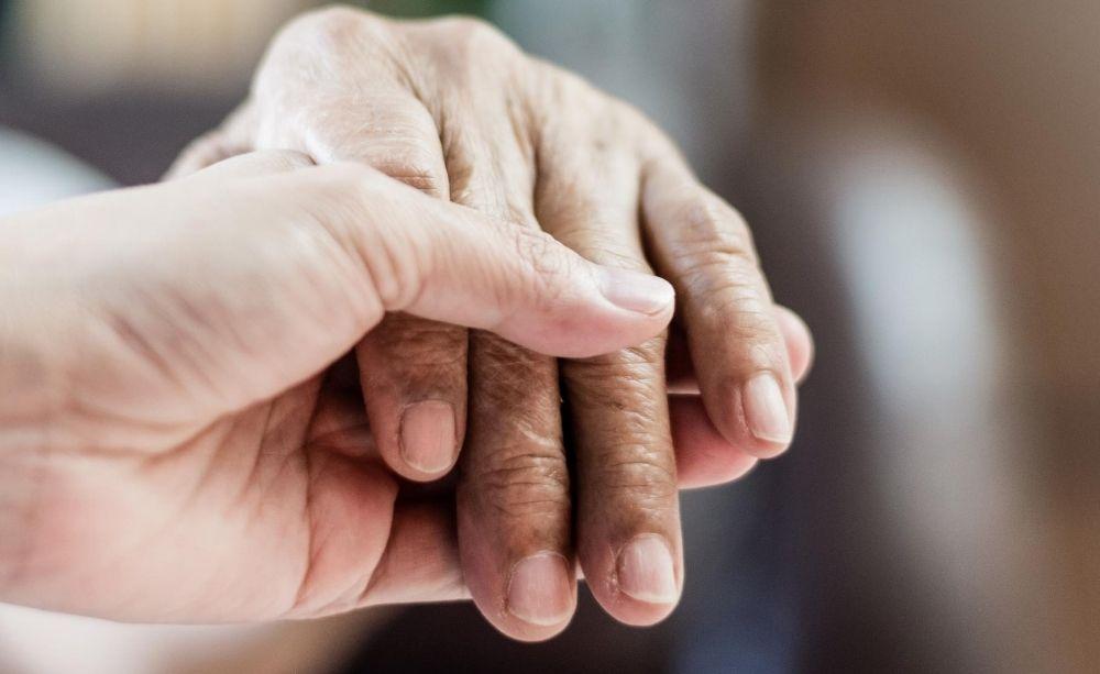 Why Seniors Should Consider a Caregiver